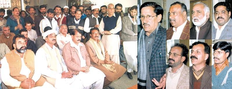 Islamabad - CDA Mazdoor Union CBA General Secretory Ch Yasin and President Aorang Zeb Khan Addreesing to CDA Employees - Express Pic dated 15-12-2010