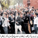 Lahore - Protesting Students of Islamia College Civil Lines against Police Torture - Jang 10-12-2010
