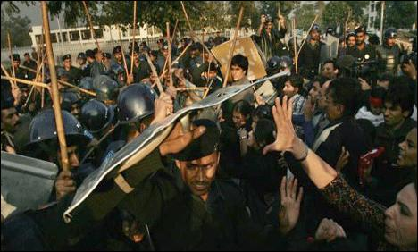 Protests in Faisalabad against police torture and BOG in 26 Colleges of Punjab - Daily English TheNews Dated 11-12-2010