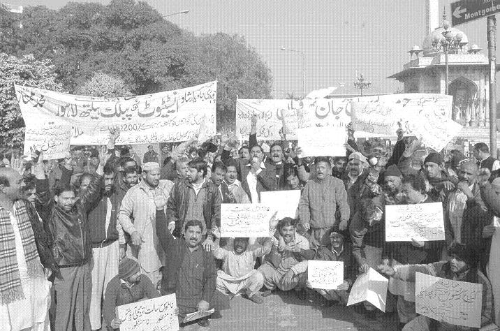 All Pakistan Clerks Association (APCA) Lahore Division Protest against different issues in Lahore on January 12 2011