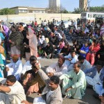 Health Workers sitin (Dharna) at Governor House Karachi and chnting slogans