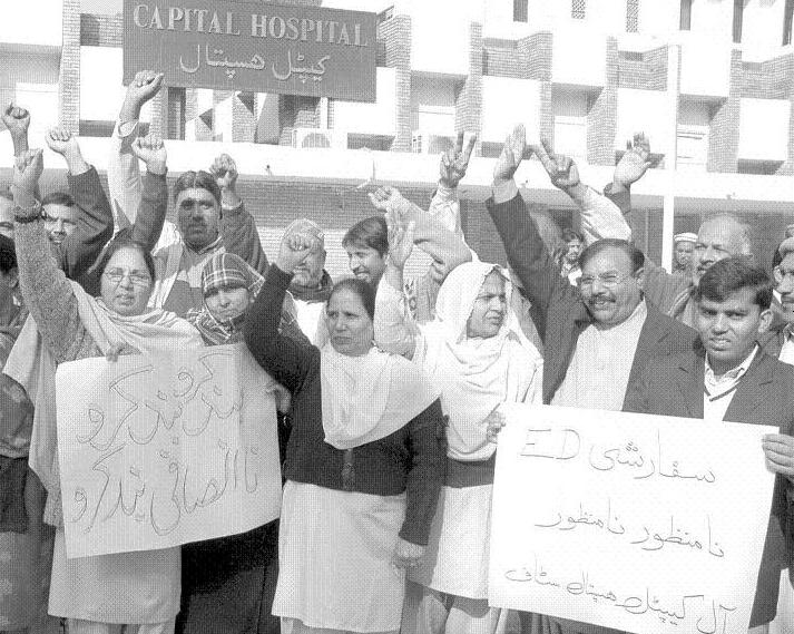 Islamabad - Capital Hospital Employees Stage a protest against Management act of Nepotism