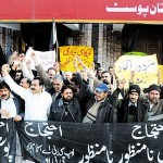 Pakistan Post Employees protest in Islamabad against privatization - pic Express 11-1-2011