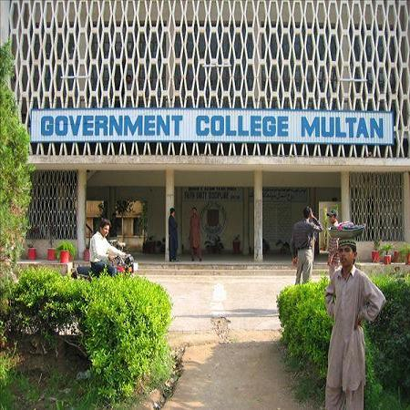 Breaking News: Multan: First Meeting of Board of Governor: Student Protest