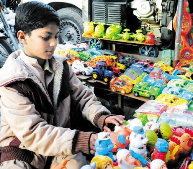 Child Labour - a worker selling toys in Rawalpindi (pic)