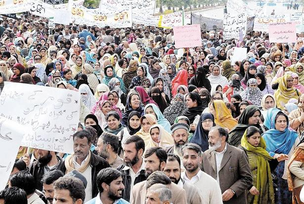 Federal Teachers Protest in front of Parliament House Islamabad for Scale Upgradation (pic)
