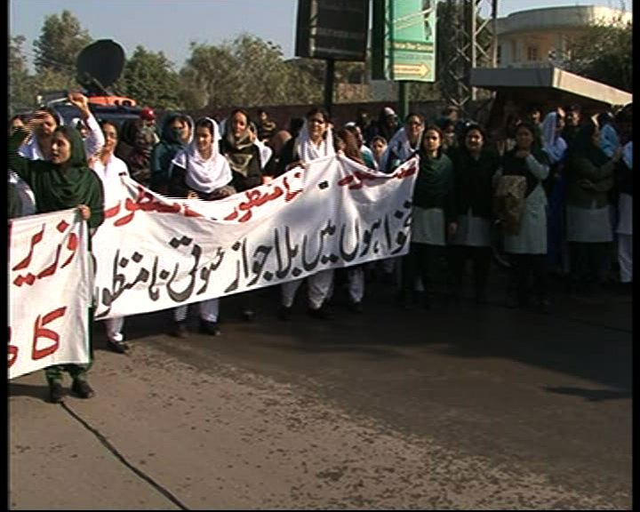MULTAN: Nishtar Hospital's nurses held a rally