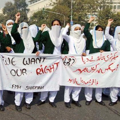 "Lahore: Future Nurses on the Roads: ""Pay us Stipends"""