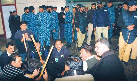 PIA  Strike Continue: Rangers at Islamabad airport: 26 Flights canceled: Clash between workers