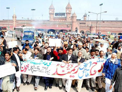 Railway Employees Union Protest against raymond davis american killer in Lahore (pic)