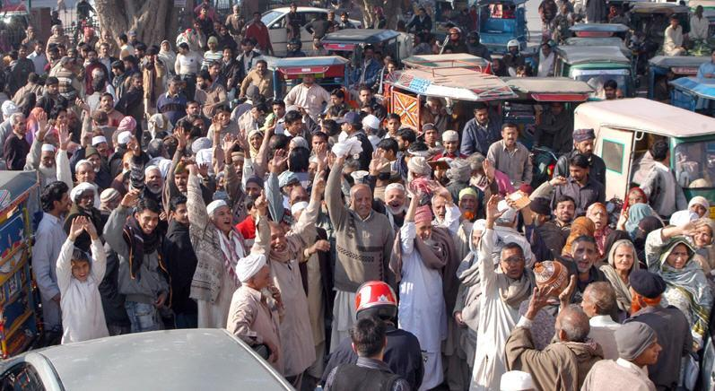 Railways Pensioners protests for Non Payment of Pension at Shalamar Chowk Lahore (pic)