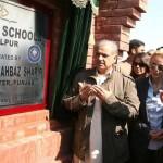 Shahbaz Sharif Praying (Dua) After inauguration of Danish Schools Hasilpur on February 3, 2011 (Pic)