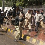 Sindh Lower Staff Batton Charge in Karachi (pic)