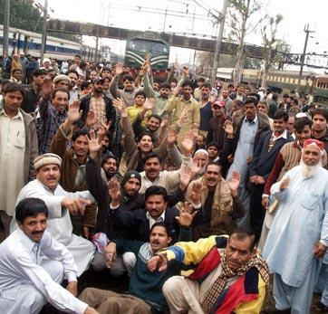 Lahore Pakistan Railways Workers Protests (Pictures Gallery)