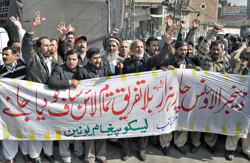 WAPDA LESCO Peghaam Union Protest for Danger Allowance in Lahore (Pic)