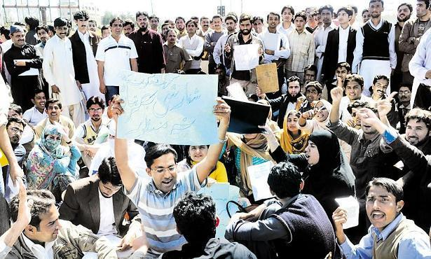 Islamabad NA Secretariat Section Officers Test Canceled & Protest (pic)