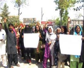 LHWs protest in Larkana for regularization of services