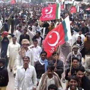 Faisalabad Powerlooms Workers protest leaders detention