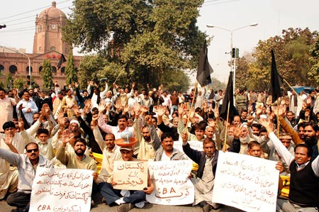 Pakistan Post Employees Dharna (Sitin) at GPO Lahore (pic Daily Times Lahore)