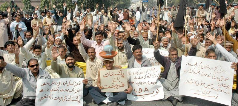 Postal Employees Protest at GPO Lahore (pic)