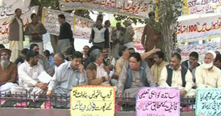 Punjab Teachers Hunger Strike in Lahore - Dunya TV Breaking News 10-3-2011