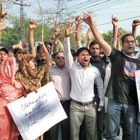 Lahore: Employees Benazir Income Support Program protest for Payments