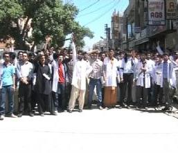 Quetta: Doctors & students protest over murder of Professor Dr. Mumtaz Haider