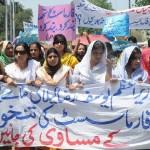 Pharmacist Association Protest Rally on Faisal Chowk Mall Raod Lahore (pic)
