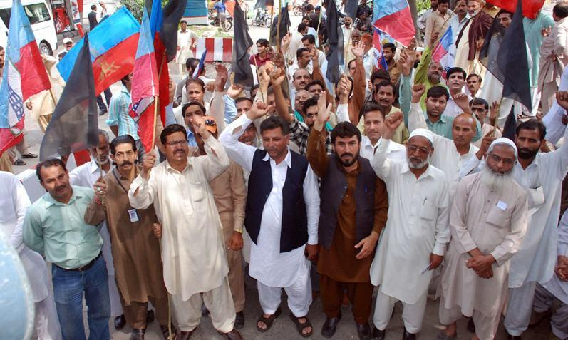 WAPDA Pegham Union Protest at Mall Road Lahore (April 21, 2011) pic