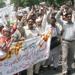 Punjab Teachers Union Protest on Mall Road Lahore (pic)