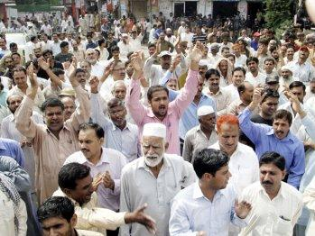 Railway Workers Protest for payment of Salaries in Lahore