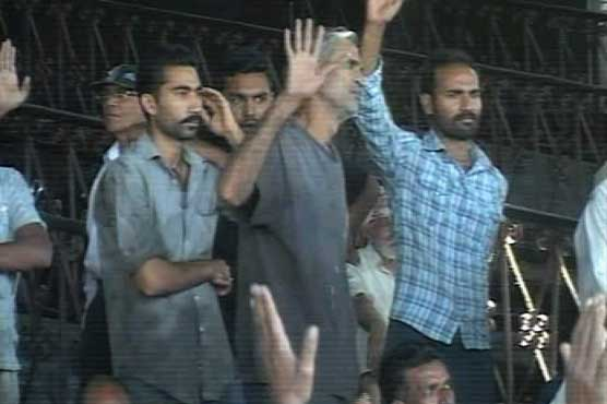 Lahore: Railway workers protest against nonpayment of salaries