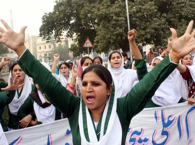 Punjab Nurses Protest in Lahore on 24-11-2011 (Pics Gallery)
