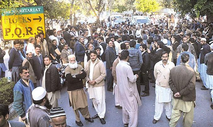 Federal Secretariat Employees protest in Islamabad on 1/3/2013