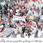 Lady health Workers Sitin (Dharna) at Mall Road Lahore