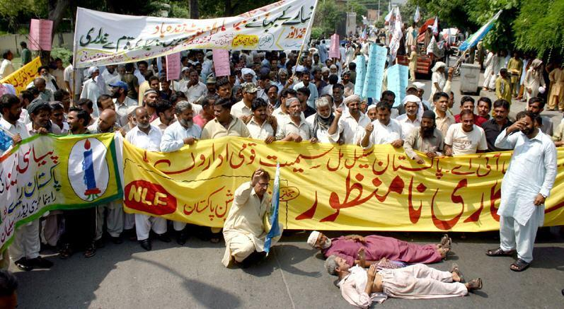 Railway PREM Union Protest against Privatization of PIA, Pakistan Railways and Pakistan Steel
