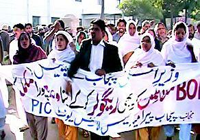 Para-Medics PIC Lahore Protest  for new service structure, regularization