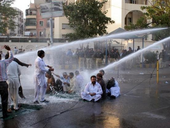 Sindh Colleges Teachers Baton Charged and Water Cannon Sprayed