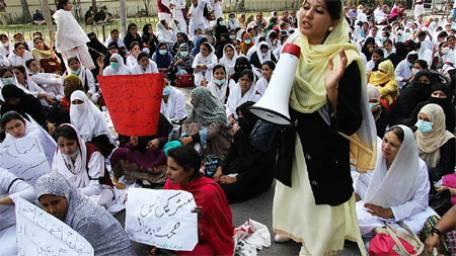 Punjab Nurses on Roads in Lahore - A nurse Addressing