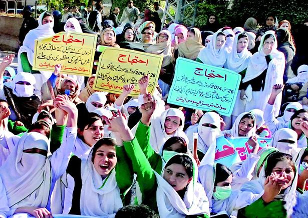 Swat Nurses Dharna in Peshawar against KPK Govt
