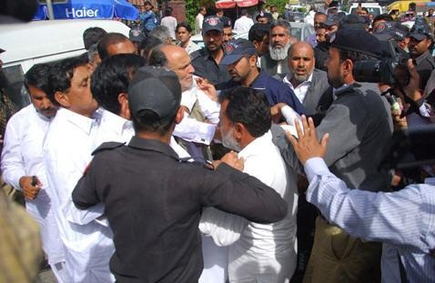 Police Arresting  Farmers in front of Press Club Lahore on 25-3-2015