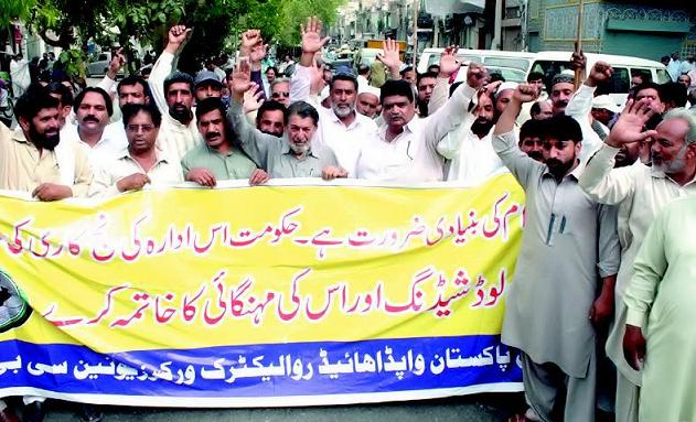 Labor Khursheed Ahmad Leading protest against privatization of WAPDA in Lahore 20-4-2015