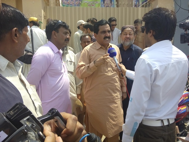Sajjad Baloch of Hydro Union talking to media in Multan protest