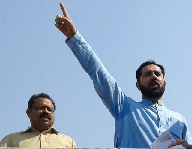 Sahibzada Bilal Chishti addressing Suigas workers in Multan