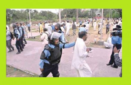 APCA Dharna in Red Zone Islamabad – Police baton Charged and Arrested 70 Govt Employees