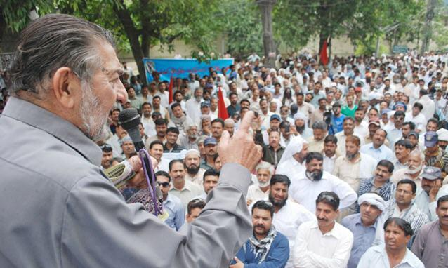 WAPDA Hydro Electric Central Labour Union Protest in front of Lahore Press Club 3-6-2015 - Khurshed Ahmad Addressing