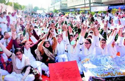 Sindh Nurses Dharna in Karachi – MPA Nusrat Sehar Abbasi Visit