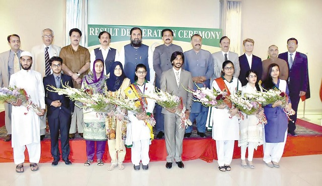 Federal Board FBISE Matric-SSC-II Top Position Holders 2017 with Minister of State Baleegh ul Rehman on 21 June in Islamabad