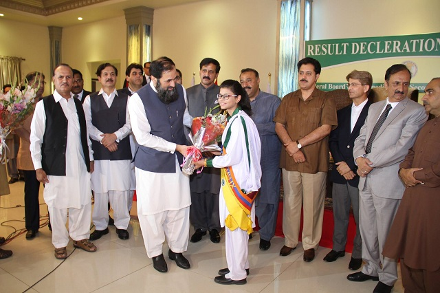 Federal Minister Baleegh ul Rehman Giving Prize to Topper of SSC part-II 2017 in Islamabad on 21 June