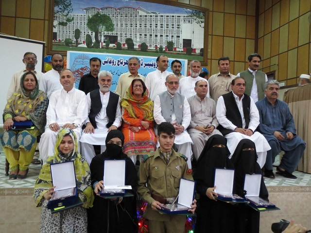Prize distribution ceremony BISE Peshawar for Topper of SSC Exam 2017 - Group Photo of students, parents and Guests 05-07-2017